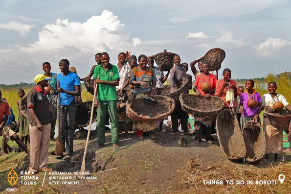 kara-tunga-karamoja-tours-traditional-women-fishing